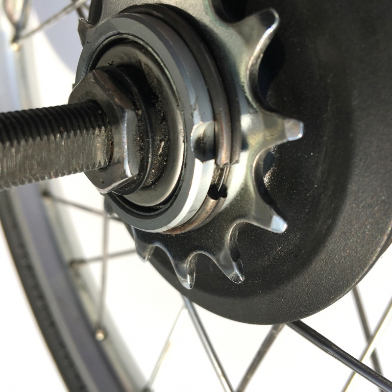 Brompton BSR hub showing circlip holding sprocket stack in place