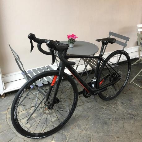 Orbea AVANT M30TEAM-D- endurance road bike - 2018 - in cafe